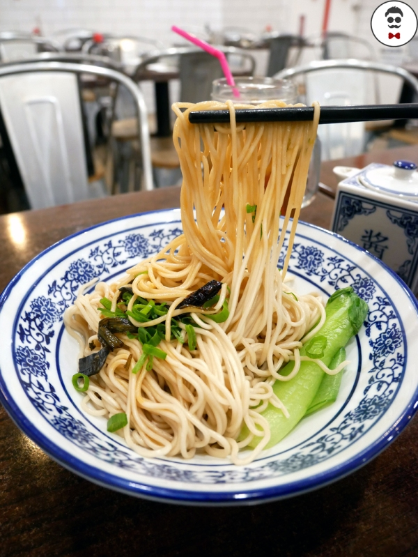 Shanghai Traditional Dry Noodle with Spring Onion and Sesame Oil