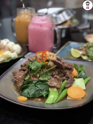 Pad kra tiem prik thai beef (garlic & beef stir fry with dark soy)